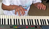 九州男児のキーボード演奏