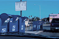 並ぶ郵便ポスト。
