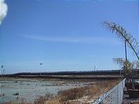 国境の黒いフェンス。