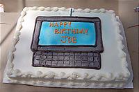 コンピューター柄のケーキ