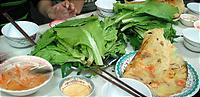 ベトナムで食べたバインセオ。
