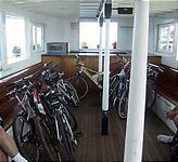 船には適当に自転車を積む。