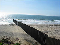 右アメリカ、左メキシコ