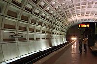 地下鉄もどことなくおしゃれ。